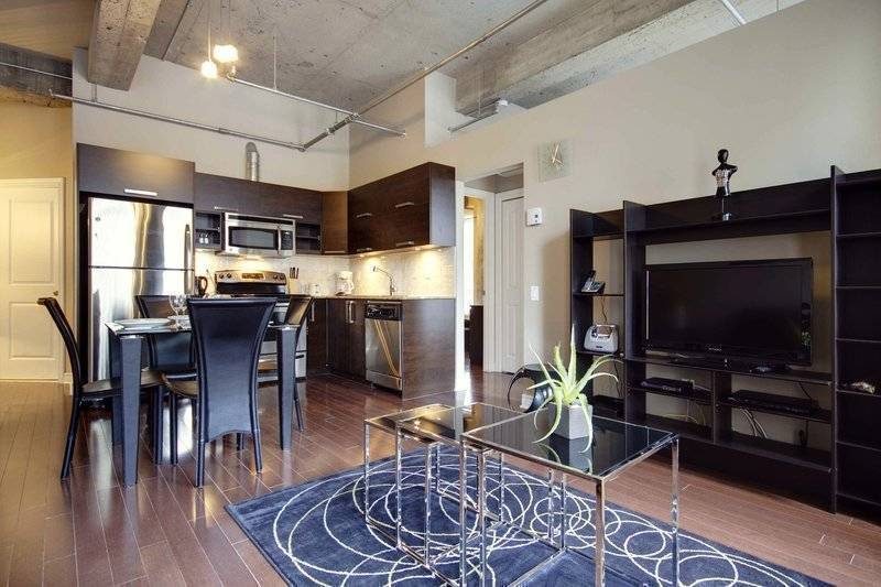 Delano, Montreal, Quebec, how to choose a booking site, compare guarantees and prices in Montreal