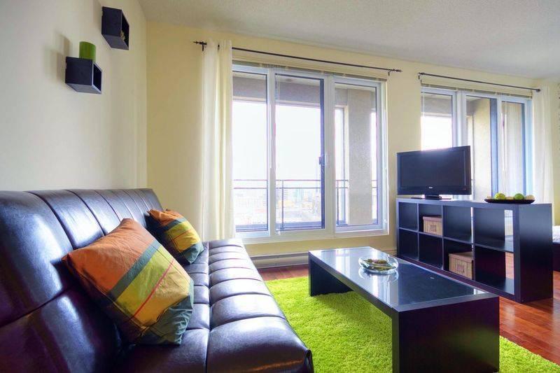 Neptune, Montreal, Quebec, Equipo de mochileros y alojarse en albergues o hoteles económicos en Montreal