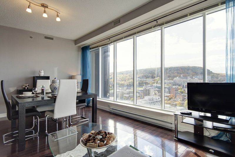 Turquoise, Montreal, Quebec, hotels and hostels for sharing a room in Montreal
