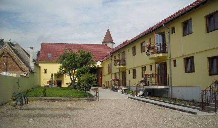 Greenhouse - Gaestehaus Deutsches Forum - Search for free rooms and guaranteed low rates in Sibiu 1 photo