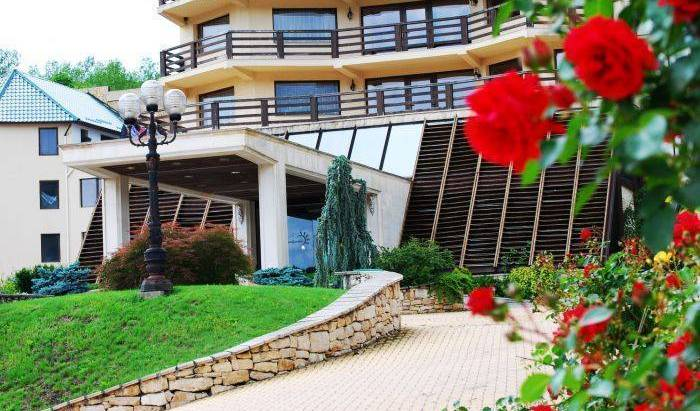 Sungarden Golf and Spa Resort - Search for free rooms and guaranteed low rates in Baciu 27 photos