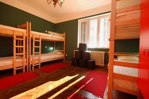 Hostel Le Jardin, Belgrade, Serbia, löytää sängyt ja majoituksen sisään Belgrade