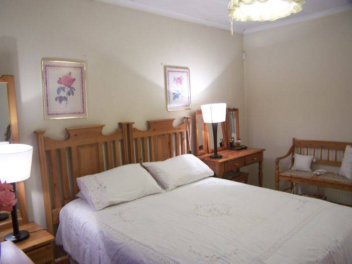 Africa Hide Away Guest Cottage, Boksburg, South Africa, we compete with the world's best travel sites, book the guaranteed lowest prices in Boksburg