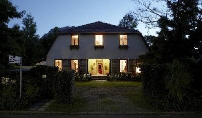 5 Seasons Guesthouse - Search for free rooms and guaranteed low rates in Stellenbosch, Paarl, South Africa hotels and hostels 12 photos