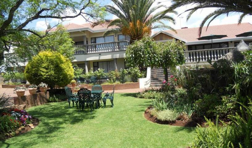 Homestead Lake Cottage - Search available rooms for hotel and hostel reservations in Benoni 13 photos