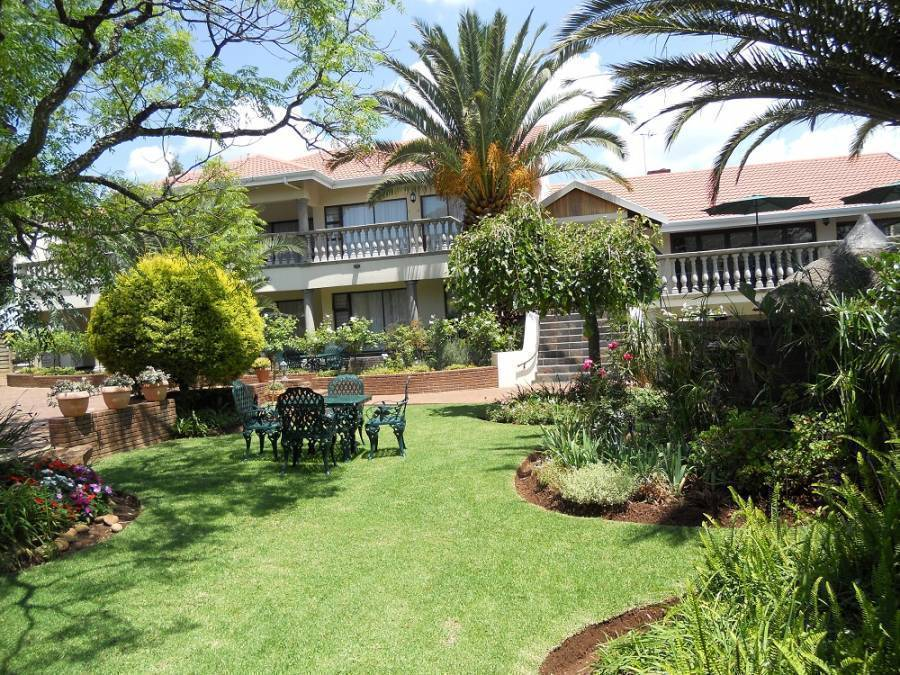 Homestead Lake Cottage, Benoni, South Africa, South Africa hotels and hostels
