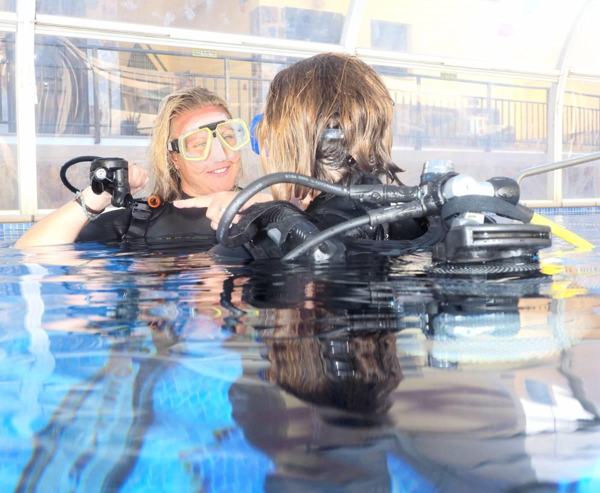Blue Explorers Dive Resort, La Playa de Mogan, Spain, backpacking and cheap lodging in La Playa de Mogan