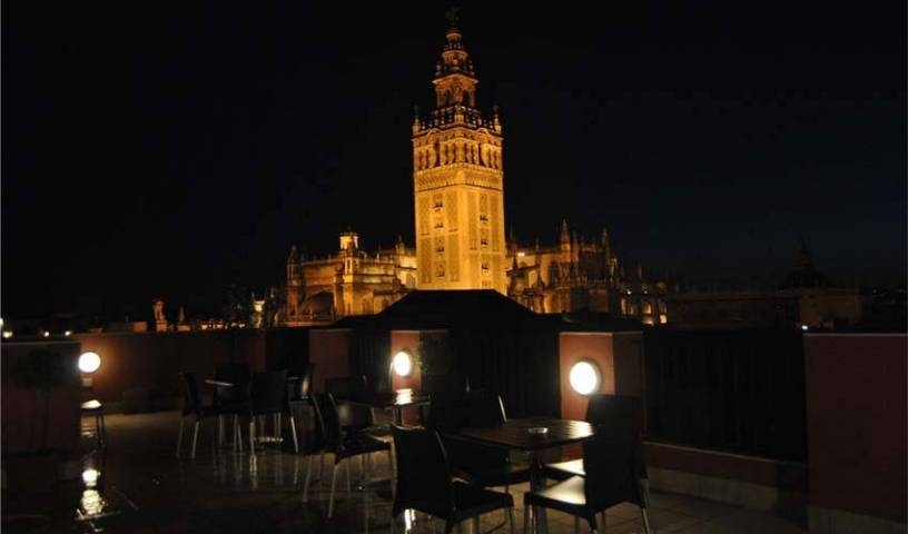 Grand Luxe Hostel - Search for free rooms and guaranteed low rates in Sevilla 23 photos