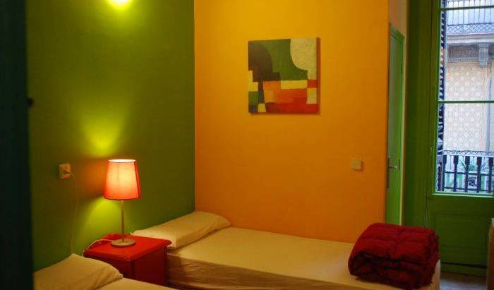 Hostal V Downtown - Search for free rooms and guaranteed low rates in Barcelona, hotel bookings 10 photos