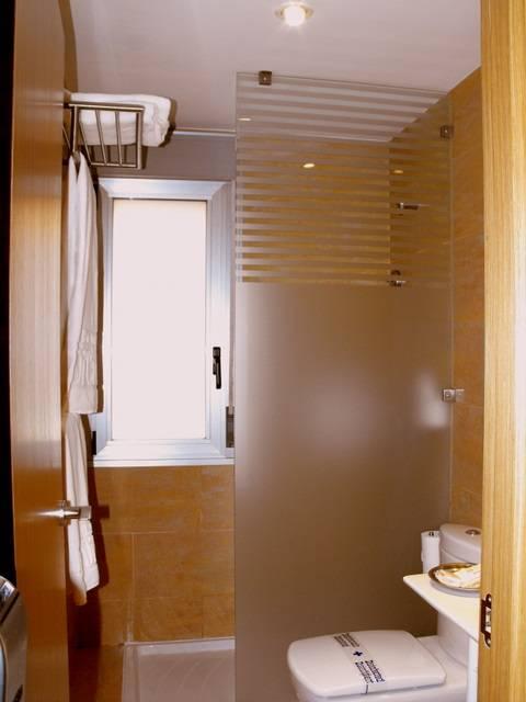 Di Carlo Hoteles, Madrid, Spain, Nejbezpečnější země k návštěvě, bezpečné a čisté hotely v Madrid