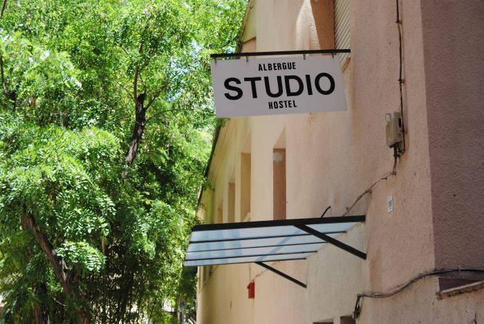 Hostel Studio Albergue, Barcelona, Spain, what is a bed and breakfast? Ask us and book now in Barcelona