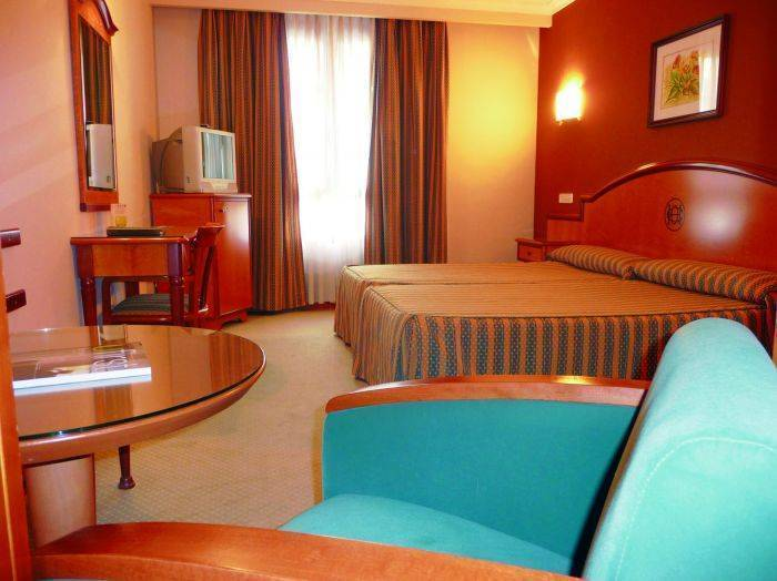 Hotel Ciudad de Oviedo, Oviedo, Spain, we offer the best guarantee for low prices in Oviedo