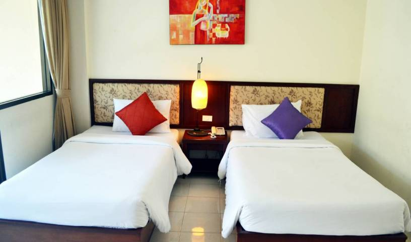 Bauman Ville Hotel, hotels in historic towns in Ban Choeng Thale, Thailand 6 photos