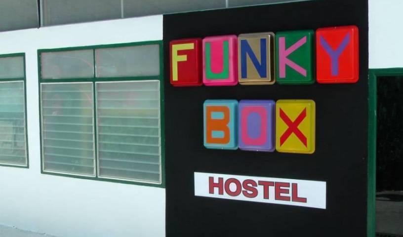 Funky Box Hostel - Sök lediga rum för hotell och vandrarhem bokningar i Chiang Khong 29 foton