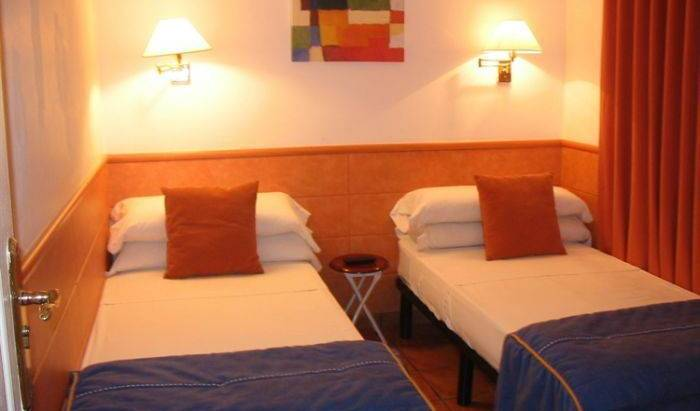 Kamalia Hostel - Get low hotel rates and check availability in Ban Kaduang 1 photo
