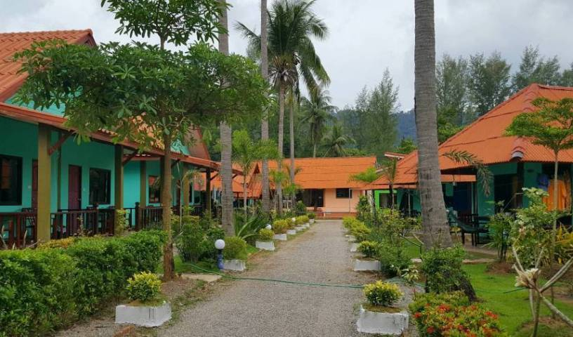 Lanta L.D. Beach Bungalows - Search for free rooms and guaranteed low rates in Amphoe Ko Lanta 11 photos