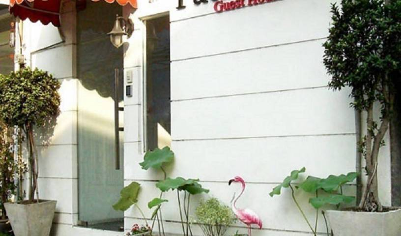 Padi Madi Boutique Guest House - Get low hotel rates and check availability in Watthana 2 photos