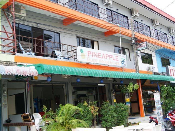 Pineapple Guesthouse, Karon Beach, Thailand, Thailand hostels and hotels