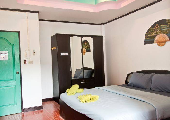 Stanley's Guesthouse, Patong Beach, Thailand, hotel reviews and price comparison in Patong Beach