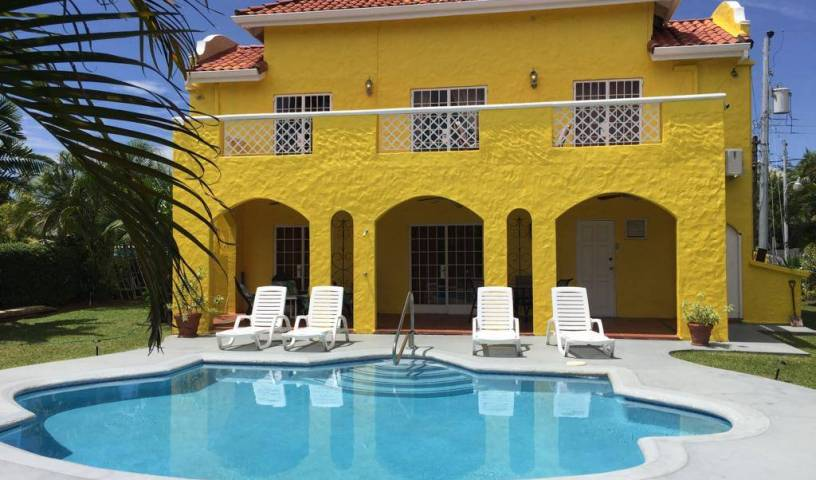 Kias Villa - Search for free rooms and guaranteed low rates in Bon Accord 1 photo