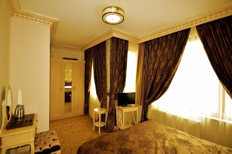 Tarihi Isparta Palas, Istanbul, Turkey, find cheap hotels and rooms at Instant World Booking in Istanbul