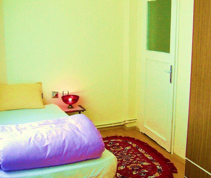 Yasin Apartment, Istanbul, Turkey, compare with the world's largest hotel sites in Istanbul