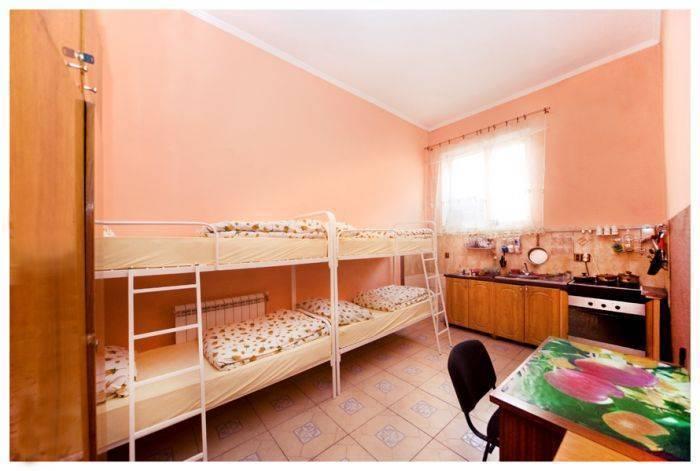 Apple Hostel, L'viv, Ukraine, Đọc bài đánh giá, so sánh giá cả, và ký túc sách trong L'viv