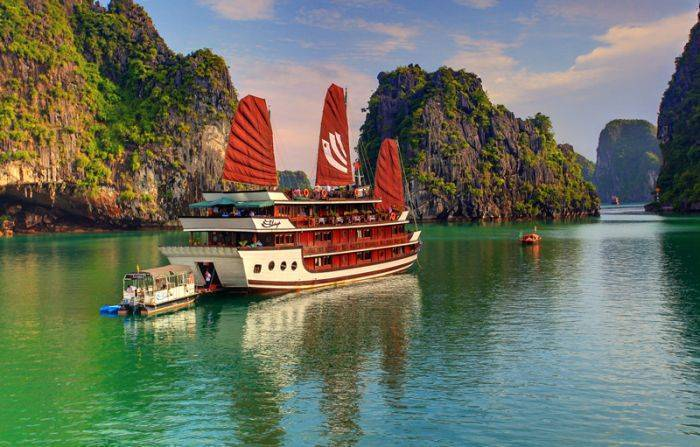 Bhaya Cruises, Ha Long, Viet Nam, hostels and backpacking in Ha Long