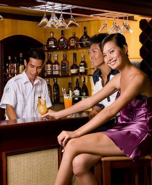 Ha Long ACD Cruise, Ha Long, Viet Nam, local tips and recommendations for hotels, motels, hostels and B&Bs in Ha Long