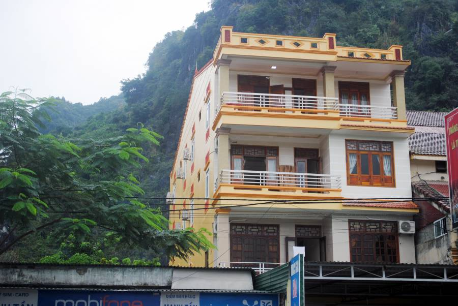 Hoaphuong Hotel, Bo Trach, Viet Nam, vacation rentals, homes, experiences & places in Bo Trach
