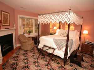 The Foxfield Inn, Charlottesville, Virginia, find beds and accommodation in Charlottesville