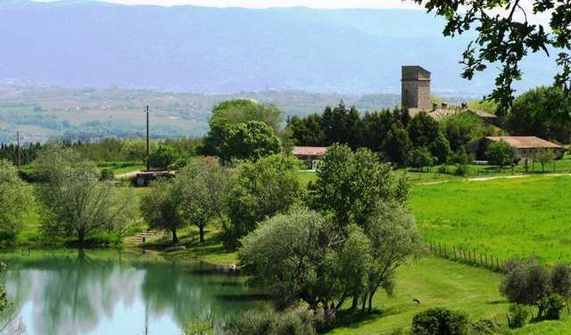 where to rent an apartment or aparthotel in Todi, Italy