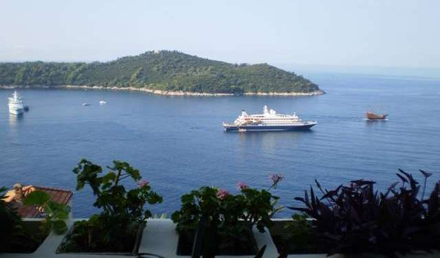 Find cheap rooms and beds to book at hotels in Dubrovnik