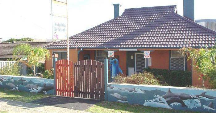 Make cheap reservations at a hotel like Dolphin Retreat Bunbury