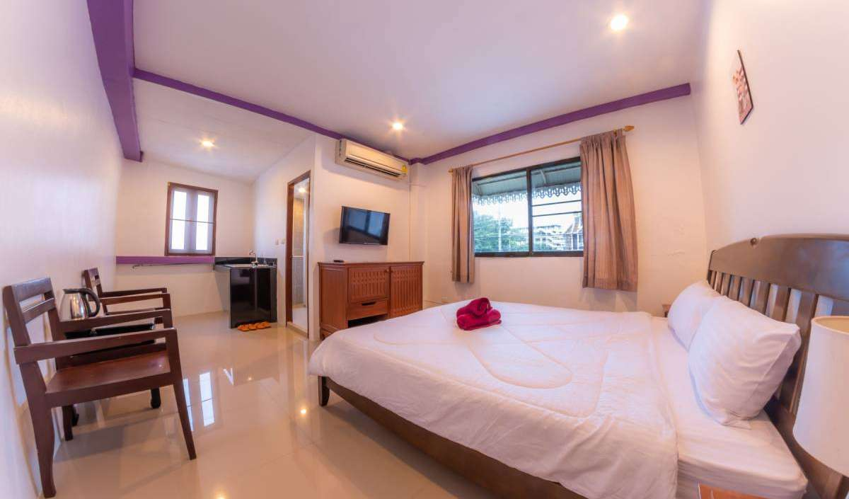 Find cheap rooms and beds to book at hotels in Patong Beach