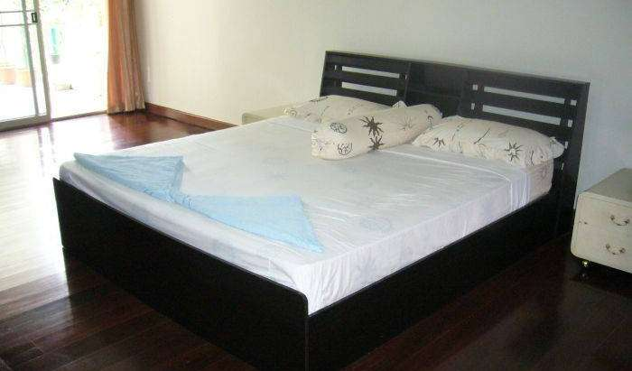 Find cheap rooms and beds to book at hotels in Ban Khlong Lam Sali