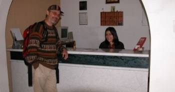 Make cheap reservations at a hotel like Hostal Residencial Victor