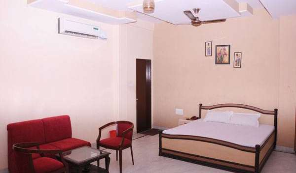 cool hotels and hostels in Jaipur, India